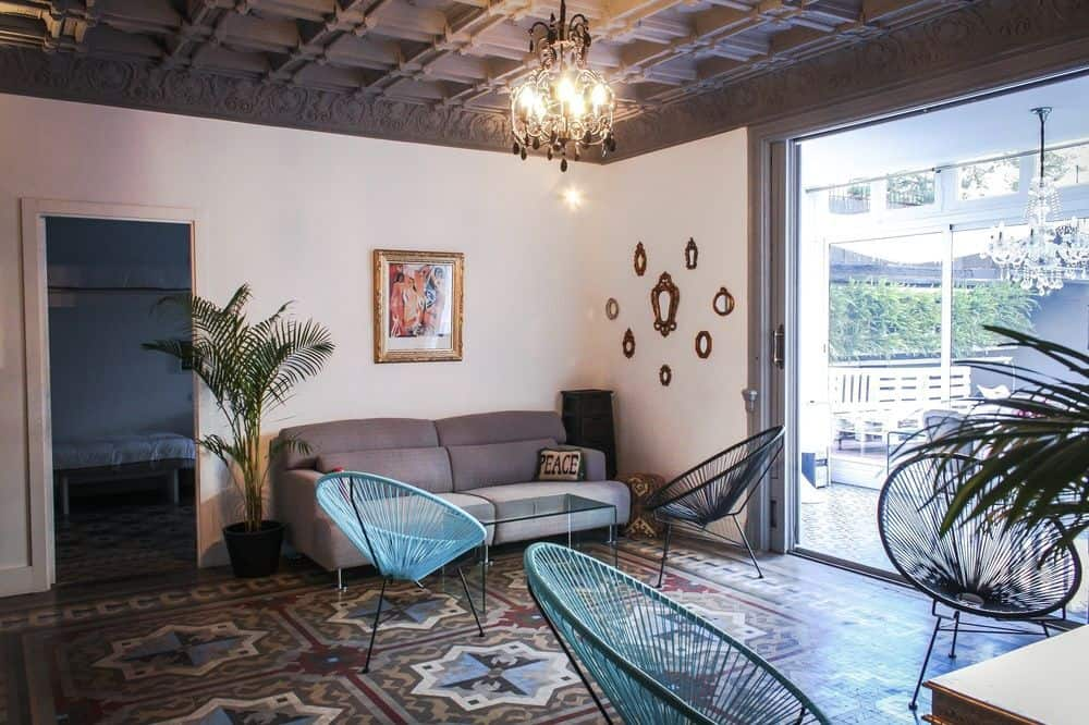 cheapest and best hostels in barcelona