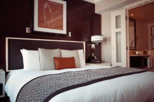hotel-room-1447201_1280