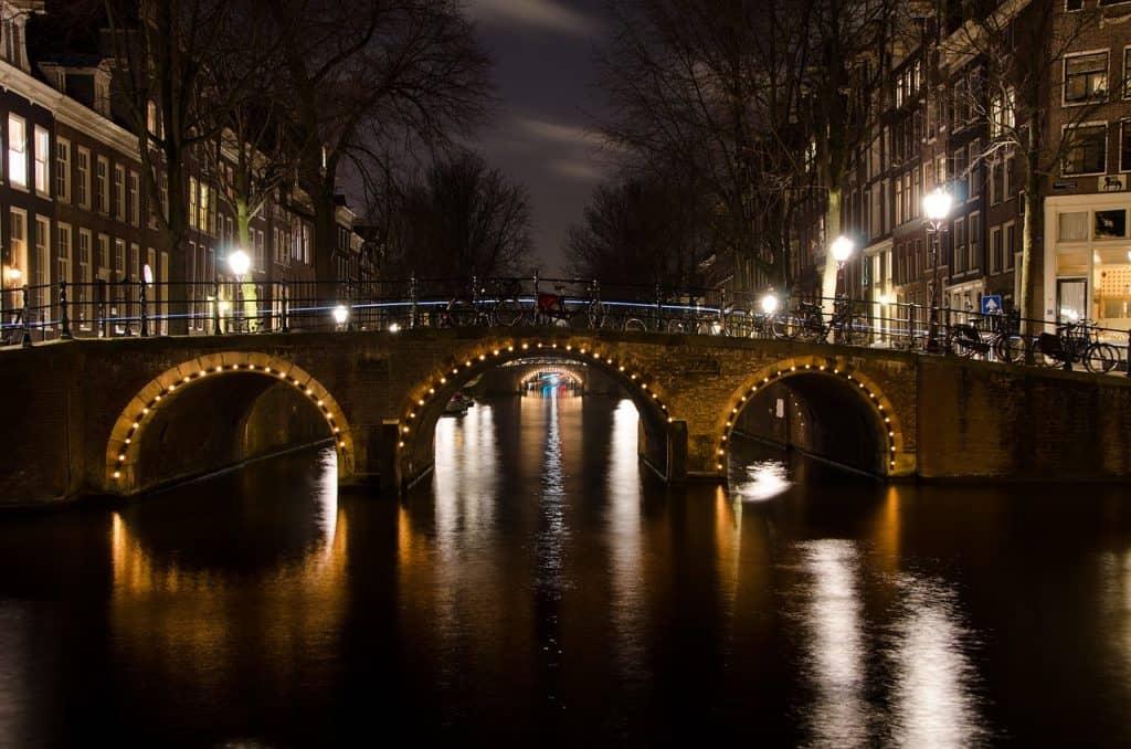 cheap flights to amsterdam