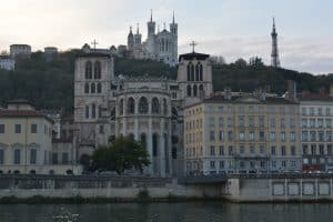 cheap flights to lyon
