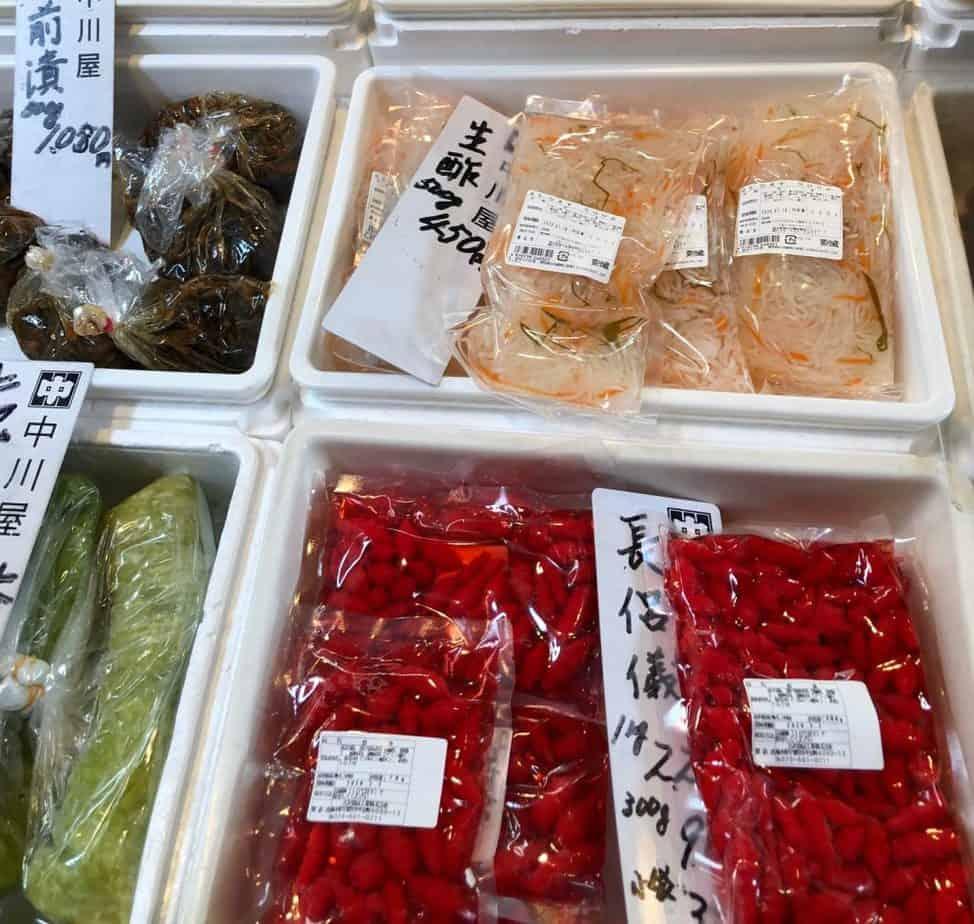 Puesto de comida en el mercado Tsukiji de Tokio