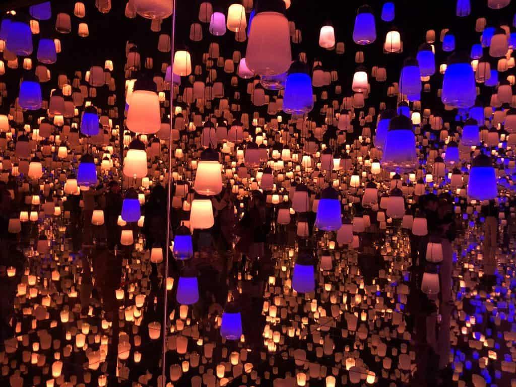 lámpara de bosque teamlab museo sin fronteras tokio