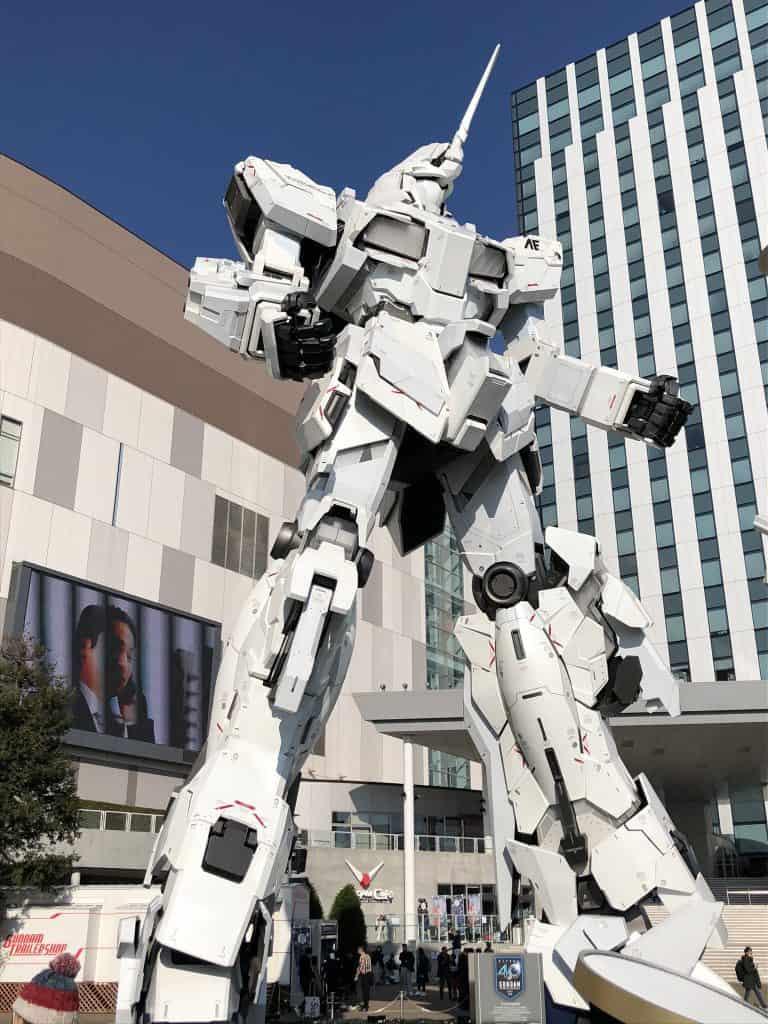 estatua de unicornio de gundam en tokio