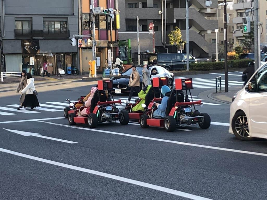 conductores de karts en tokio