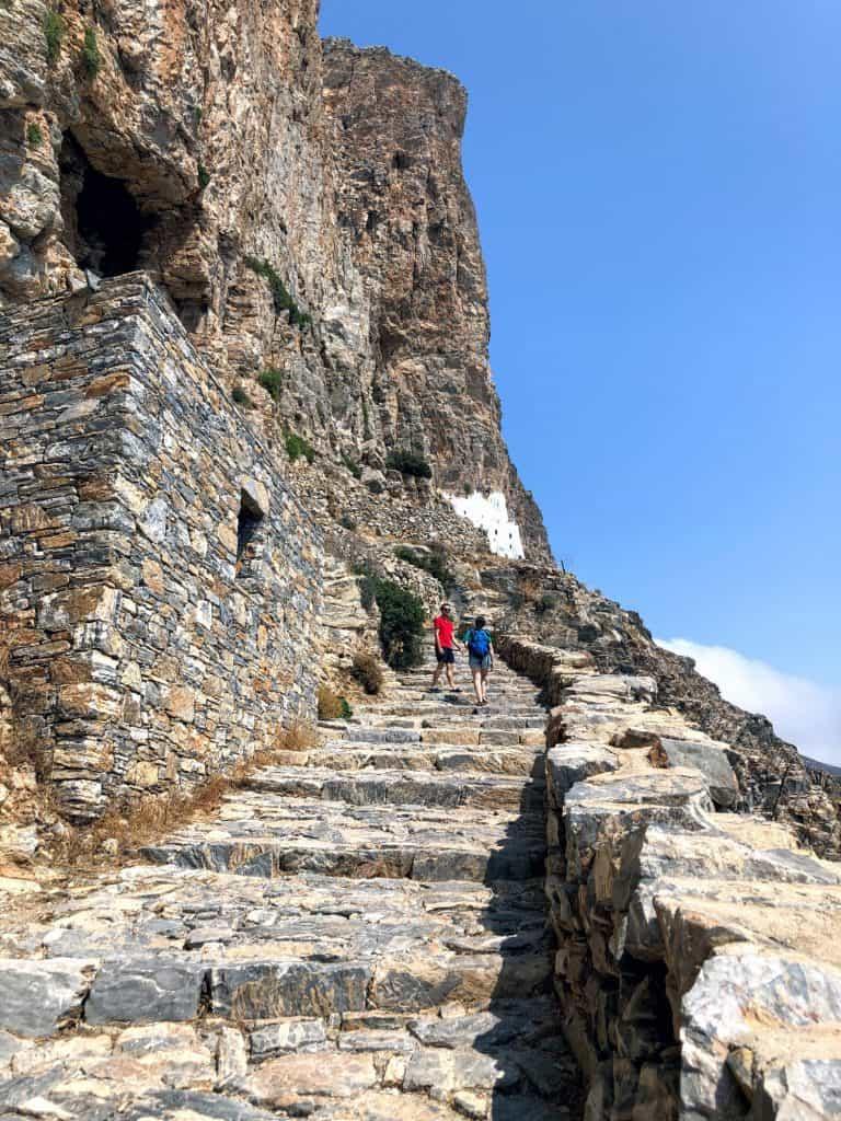 Monasterio panagia hozoviotissa escaleras en Amorgós